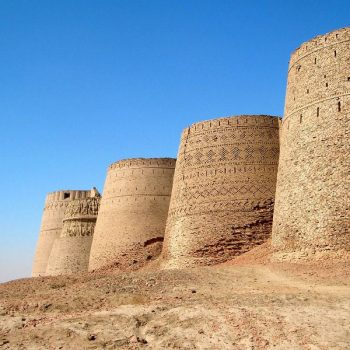 Side_wall_of_derawar_fort_cholistan_desert_in_bahawalpur800x600